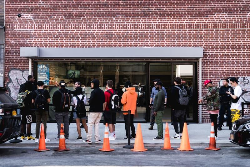 Supreme のブルックリン店オープンに駆けつけたファンたちをストリートスナップ 2010年代のイーストコーストヒップホップを代表するFlatbush Zombiesも様子を伺いにゲリラ来店