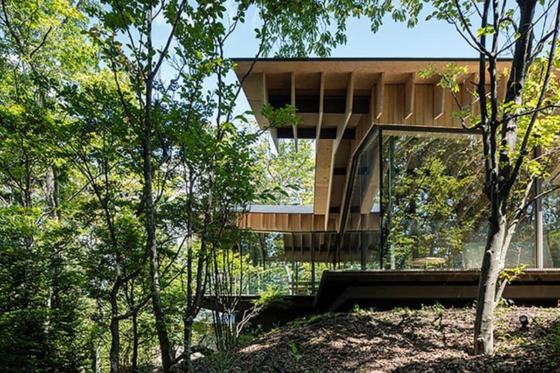 自然との共存をテーマに掲げた建築家・隈研吾によるゲストハウスが長野県に完成 野鳥を彷彿とさせる平屋仕立ての新感覚ゲストハウスをチェック Roof Birds