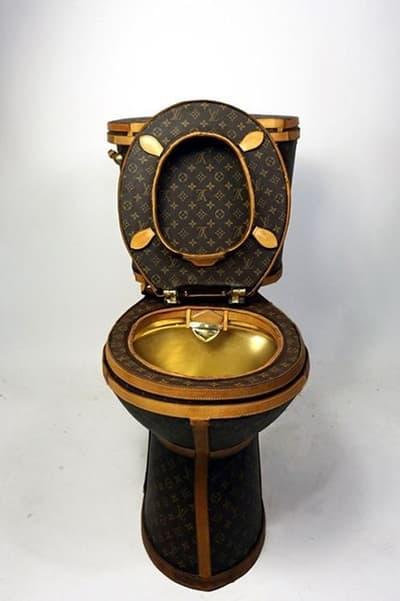 """Louis Vuitton のバッグ約230万円分を解体して制作された世界一高級なトイレ LV伝統のパターン""""モノグラム""""で覆われて普通に用も足せるバブリーなトイレの気になるお値段は? ルイヴィトン シュプリーム"""