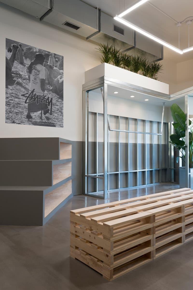 STÜSSY が本拠地ロサンゼルスにオープンした新店舗の店内をのぞいてみよう 日本国内の『Chapter Store』とは異なり、〈STÜSSY〉の伝統を継承しながらも現代的要素を注入 ステューシー LA お店 ショップ チャプター HYPEBEAST ハイプビースト