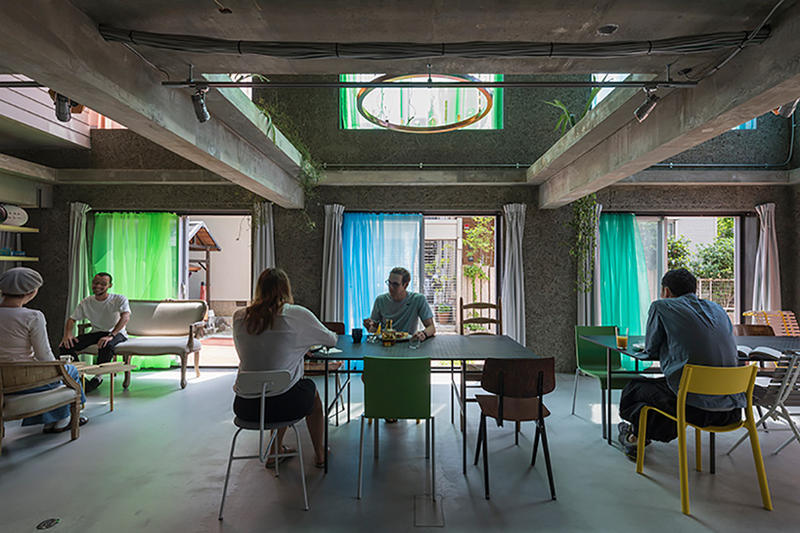 大阪の下町にあるカラフルなカーテンが目を引く宿泊施設 The Blend Inn をチェック osaka 大阪 旅行 ホテル ゲストハウス カーテン カラフル  梅香