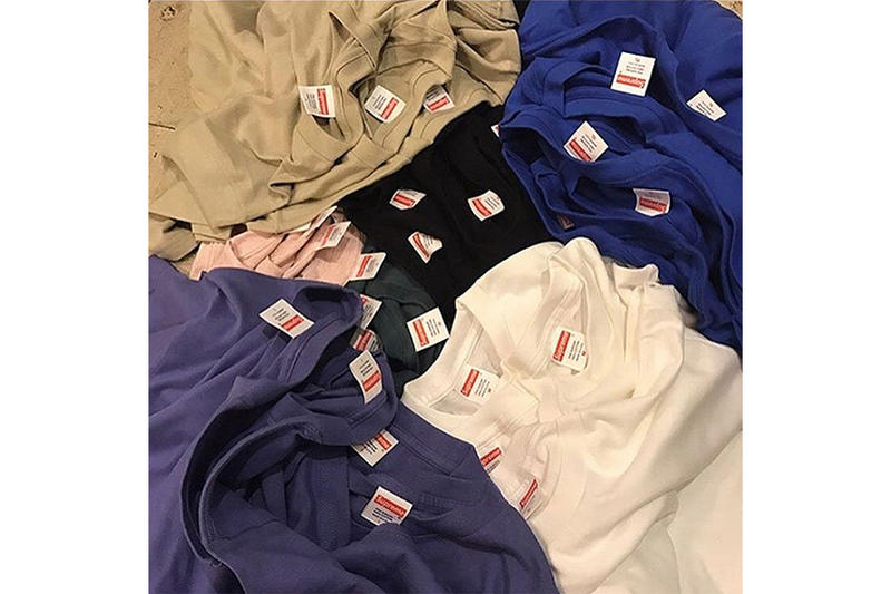 東京の古着屋 What'z up Harajuku に Supreme の無地Tシャツが大量入荷 プリントが施される前のオリジナルボディを国内で購入するまたとないチャンスが到来