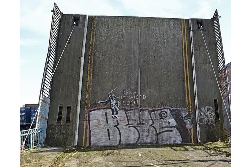 Banksy がヨークシャーの町の荒廃した橋に描いた皮肉めいた最新グラフィティをチェック バンクシー ヨークシャー ハル グラフィティ ブレグジット hypebeast