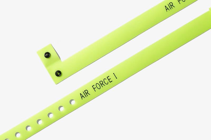 """Nike より MAGIC STICK の今野直隆がデザインした Air Force 1 Hi VIP の正式発売情報を世界先行入手 ナイトクラブに着想を得た逸足は日本限定モデルとのこと。気になる発売日と取り扱い店舗は……?  ゲリラ的なサンプル画像の公開から始まり、小木""""Poggy""""基史のディテール投稿でその存在が確信へと変わったMAGIC STICK AF1 VIPだが、『HYPEBEAST』でも発信した同トピックは瞬く間に世界のスニーカーヘッズへと広まり、続報が待望されていた。しかし本日、我々は〈Nike(ナイキ)〉より、この今野直隆がデザインしたAF1のオフィシャルビジュアルと正式発売情報を世界先行入手することに成功した。  ナイトクラブにインスピレーションを受けた本作は、その名のとおり""""VIP""""のようなスペシャルな気分になれる仕上がりに。AF1 Hiを象徴するアンクルストラップはナイトクラブに欠かせないリストバンドをイメージしたデザインで一新され、アッパー素材にはそのリストバンドによく使用される高密度ポリエチレン100%製の耐久性のある不織布のタイベック®を使用。また、あのAir Max 97同様、サイドのスウッシュやヒールタブなど随所にリフレクティブ素材が採用されているため、暗がりでも足元からそのシルエットを主張をすることができる。  Nike Air Force 1 Hi VIPは2月10日(土)より〈Nike〉の直営店、『NIKE.COM/NIKELAB』、『NIKELAB MA5』などで先行発売され、翌11日(日)からはその他一部店舗にて販売予定となっており、価格は16,200円(税込)。日本限定モデルとしての登場だけに、国内のヘッズは是が非でも手に入れておくべき逸足だろう。  販売方法などはブランドからのアップデートを待つ必要がありそうだが、それまでに先日ローンチした〈MAGIC STICK(マジック スティック)〉の2018年春夏コレクションもあわせてチェックしてみていかがだろうか。"""
