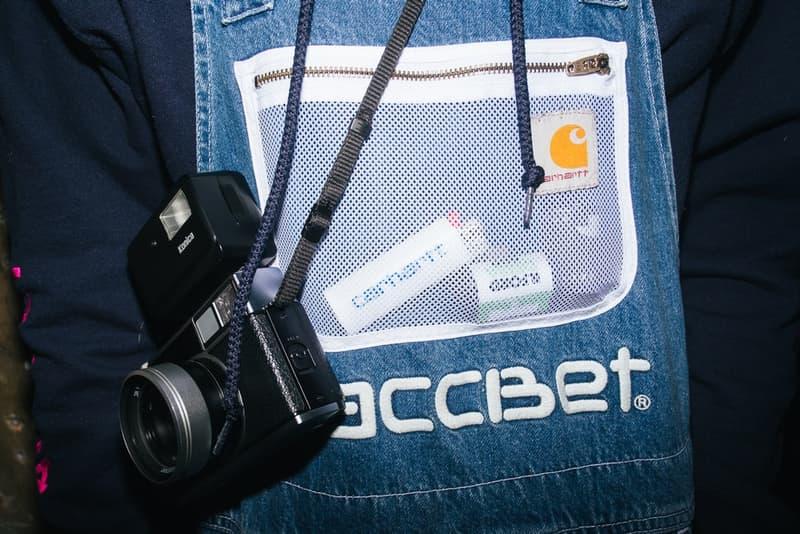 ゴーシャの本拠地モスクワで開催された PACCBET x Carhartt WIP ローンチイベントをレポート ルックブックに起用されたミューズたちも駆けつけ、ゴーシャのカルト的人気を再確認する一夜に ティーザー公開直後からストリートからの目を独占した〈PACCBET(ラスベート)〉と〈Carhartt WIP(カーハート WIP)〉のコラボレーション。白黒のルックブックからはアイテム単体のデザインが確認しずらかったものの、『Dover Street Market Ginza』のオンラインストアでラインアップの半分以上が完売という事実が注目度の高さを証明している。  〈PACCBET〉を手がけるGosha Rubchinskiy(ゴーシャ・ラブチンスキー)とTolia Titaev(トリア・ティタエヴ)はパリに引き続き、本拠地モスクワでもローンチパーティを開催。会場にはルックブックに起用されたミューズたちも駆けつけ、そのフォトセットからは彼らのカルト的人気が伺えることだろう。  未だ購入に踏み切れていない方は、アイテム一覧とオンラインストアの在庫状況を照らし合わせながら、再度カートインを検討してみては?
