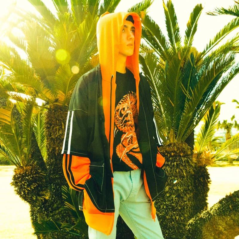 """FULL-BK より""""RAVE & SPORTS""""をテーマに掲げた2018年春夏コレクションが登場 様々なシーンにおいて横断的な活動をみせるDJ DARUMA(DJダルマ)が手がけるファッションブランドの〈FULL-BK(フルビーケー)〉より、2018年春夏コレクションが登場。そのアイテムの数々をフォーカスした最新ルックブックが到着。  今季同ブランドがシーズンテーマに掲げたのは""""RAVE & SPORTS""""。1990年代初頭から200年代にかけて巻き起こったレイブカルチャーのエッセンスを〈FULL-BK〉が現代のストリート仕様に再解釈。グラフィックや色使いでブランドらしい音楽カルチャーを感じさせるデザインに仕上げ、デニムのセットアップやスウェットセットアップなどトレンドアイテムも多数ラインアップししている。また今季はメインラインのアイテムのみならず日本を代表するファションブランドのひとつ〈UNDERCOVER(アンダーカバー)〉とのコラボレーションウエストバッグや、SKOLOCT(スコロクト)とのコラボアイテムなども登場。まずはその最新ビジュアルを上から確認してみよう。  その他『HYPEBEAST』がご紹介するファッション関連ニュースはこちらから。"""