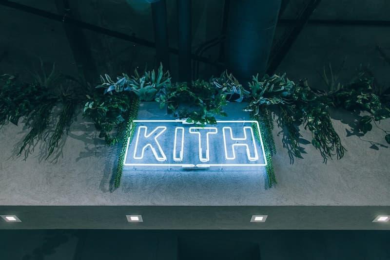 KITH がロサンゼルスにオープンした新店舗の店内をご紹介 NBAのオールスターウィークエンドにまたひとつスニーカーヘッズの天国が誕生 日本での認知度も高いRonnie Fieg(ロニー・ファイグ)主宰の『KITH(キス)』がそのテリトリーをさらに拡大すべく、4店舗目となる西海岸初の旗艦店をロサンゼルスにオープンした。「Snarkitecture」にデザイン協力を依頼した325㎡のスペースには200足ものAir Jordan 6が天井から吊るされ、ガラス張りのセクションにはスニーカーを豊富にディスプレイ。もちろん、店内には『KITH Treats』も併設されているので、お買い物がてらシリアルバーにも足を運びたい。また、1階には特別なギャラリーゾーンも用意されているので、今後はアーティストを招聘したインスタレーションの開催も予定されている。  是非、上のフォトギャラリーから『KITH Los Angeles』の店内を覗いてみてほしい。ちなみに、『KITH Treats Tokyo』オープン時に敢行したRonnieのインタビューは見逃してない?