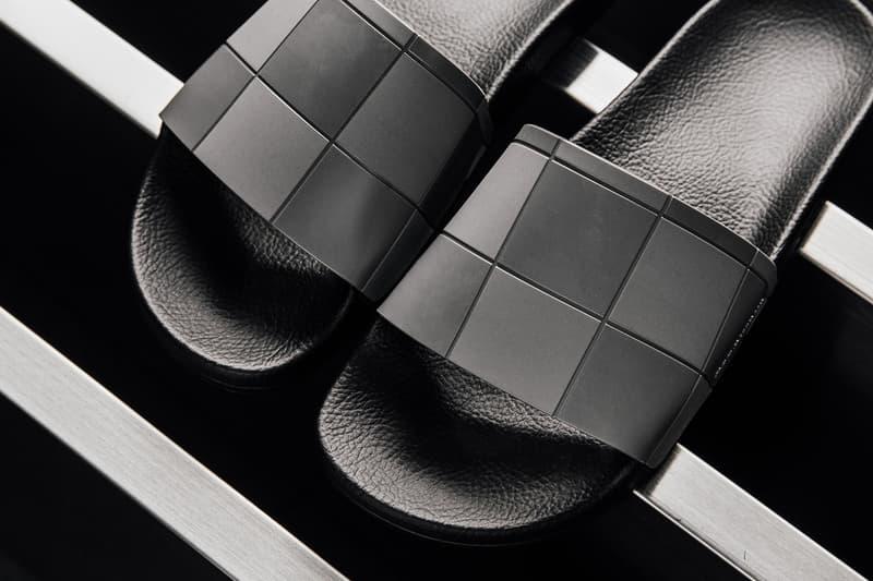"""adidas by Raf Simons よりチェッカーボード模様を落とし込んだ新作 Adilette が登場  天才デザイナーの手によって高貴なルックスに生まれ変わった""""シャワサン""""をチェック Ozweego III オズウィーゴ 3 新色モデル adidas by Raf Simons アディダス バイ ラフ・シモンズ Adiletta アディレッタ シャワーサンダル チェッカーボード模様 Granite 花崗岩 Dark Brown 焦げ茶 Super Lemon 鮮やかな黄色 Checkerboard 130ドル 約13,840円 featuresneakerboutique.com Vans ヴァンズ ヘヴィメタバンド Metallica メタリカ HYPEBEAST ハイプビースト"""