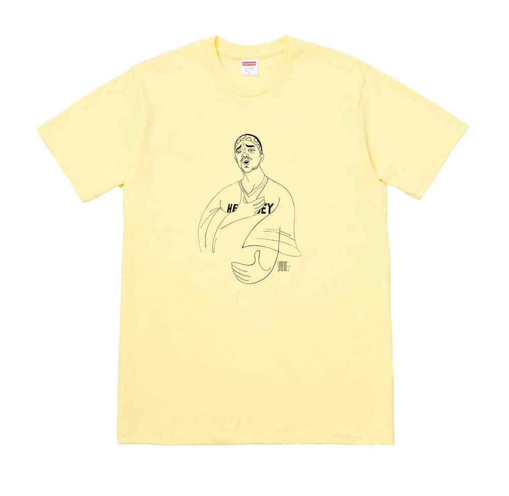 """Supreme 2018年春夏コレクション Tシャツ 今は亡きProdigyに捧げるトリビュートTシャツに加えて、ポール・セザンヌの作品『トランプをする人々』をフィーチャーしたものも 来る2月17日(土)、遂に〈Supreme(シュプリーム)〉の2018年春夏コレクションの火蓋が切られる。今季登場するTシャツも、非常に濃密なラインアップに。噂によると、""""Chicken Dinner Tee""""と呼ばれているチキン料理をフィーチャーしたシュールなもの、そして今は亡きMobb Deep(モブ・ディープ)のProdigy(プロディジー)に捧げるトリビュートTシャツは、#WEEK1に登場するとのこと。また、首裏に「fuck the world.」のメッセージを添え、胸元に小ぶりなブランドロゴを配置したシンプルなアイテムや、クラゲプリント、さらにはフランズ人画家Paul Cézanne(ポール・セザンヌ)の『トランプをする人々』をグラフィックとして採用したアートTシャツなども優先してカートインしたいところだ。  上のフォトギャラリーから各種Tシャツのデザインをチェックしたあとは、以下のルックブックとカテゴリー別のアイテム一覧にも目を通し、早めに購入の優先順位を決めておくのが得策だろう。"""