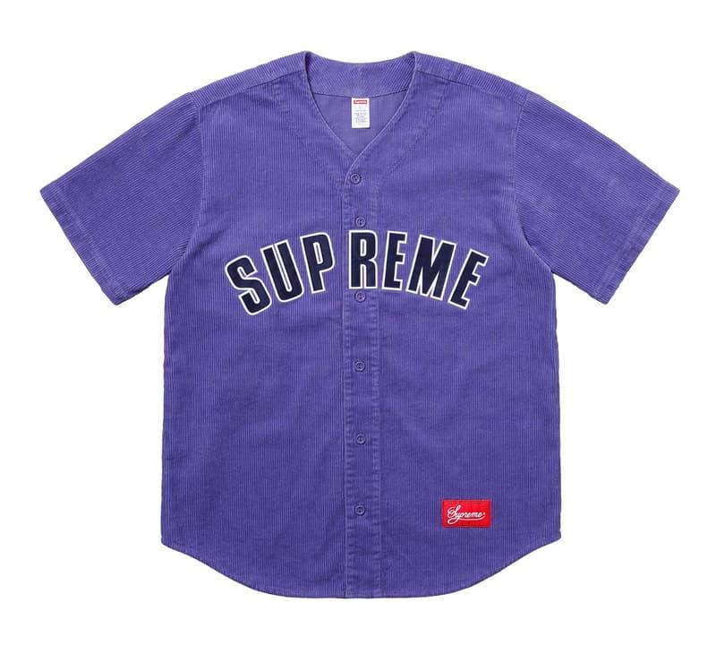 """Supreme 2018年春夏コレクション トップス 今季は〈Supreme〉のとにかく""""襟付き""""を狙え 〈Supreme(シュプリーム)〉が遂に、多くの『HYPEBEAST』読者が待望していた2018年春夏コレクションの全貌を解禁。新シーズンのトップス類では、アニマル柄のアイテムやアルファベットに""""FUCK""""の文字を隠した開襟シャツ、ポロなど、とにかく""""襟付き""""が熱い。また、キング牧師ことMartin Luther King, Jr.(マーティン・ルーサー・キング・ジュニア)を前身頃に描き、襟部分に""""HAVE A DREAM""""のメッセージを添えたジップアップシャツは是が非でも購入しておきたい逸品で、その他にもバンダナ柄のニット、アーガイルのモヘアカーディガン、『PLAYBOY(プレイボーイ)』コラボのサッカーシャツ、フットボールジャージなど、注目アイテムが目白押しだ。  〈Supreme〉の2018年春夏コレクションにラインアップするトップスは、上のフォトギャラリーから。また、2月17日(土)の国内リリースに備えて、以下より各カテゴリーのアイテム一覧をしっかりと予習しておこう。"""
