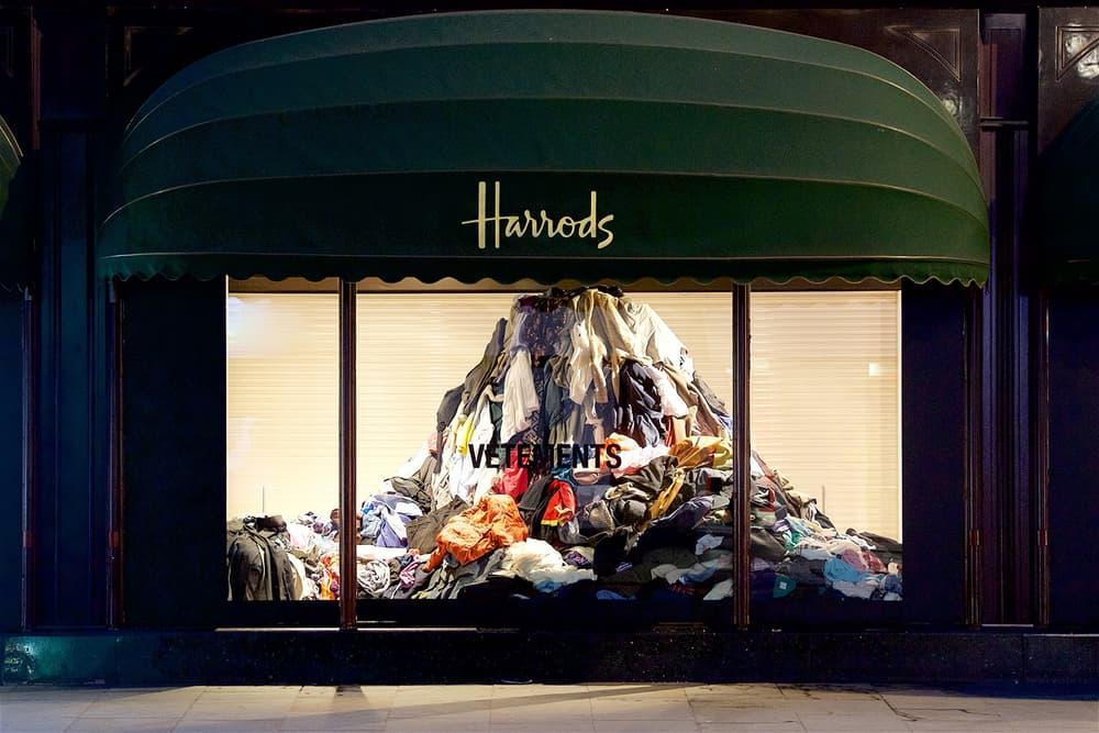 Vetements が英国百貨店 Harrods のウィンドウディスプレイに古着の山を展示 ハロッズ ヴェトモン 古着 ウィンドウ ディスプレイ hypebeast