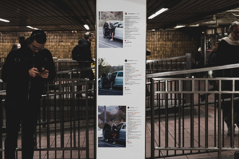 """YEEZY Season 6 が今度はニューヨークの地下鉄を大胆にジャック 改札口のポールバーからホームの壁までぎっしり""""YS6""""仕様にアップデート オランダ アムステルダム ドイツ ベルリン アメリカ シカゴ ロサンゼルス Kanye West カニエ・ウェスト 最新コレクション YEEZY Season 6 ニューヨーク タイムズスクエア 巨大看板 34丁目ヘラルドスクエア駅 Kim Kardashian キム・カーダシアン Amina Blue アミナ・ブルー インフルエンサー Clermont Twins クレルモン姉妹 Instagram インスタグラム 改札口 ポールバー YS6 ドラマ クライム映画 Honor Up マーチコレクション HYPEBEAST ハイプビースト"""
