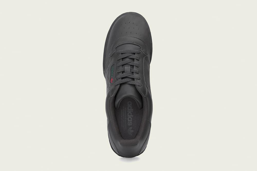 """adidas YEEZY Powerphase """"Core Black"""" の発売日が判明 即完必至の新色は世界同時リリース? 遡ること約2ヶ月前、友好な関係を築くKanye West(カニエ・ウェスト)と〈adidas(アディダス)〉のダブルネームシューズ、YEEZY Powerphase """"Core Black""""は発売の遅延が判明。『HYPEBEAST』の読者諸君もそこで言及されていた2018年春とはいつのことなのか、続報が気がかりであったことだろう。だが、スニーカーヘッズの頼れる情報源『YEEZY MAFIA』が、新情報を発表。彼ら曰く、漆黒のYEEZY Powerphaseは『YEEZY Supply』、『adidas.com』、そして〈adidas Originals〉の一部取り扱い店舗にて、3月17日(土)に待望のリリースを迎えるようだ。確定事項ではないが、この日を念頭に置き、今後はブランドからの正式発表を待とう。  ちなみに、先日ベールを脱いだ購買意欲を駆り立てる初見のYEEZY Wave Runnerはもうチェック済み? HYPEBEAST ハイプビースト"""