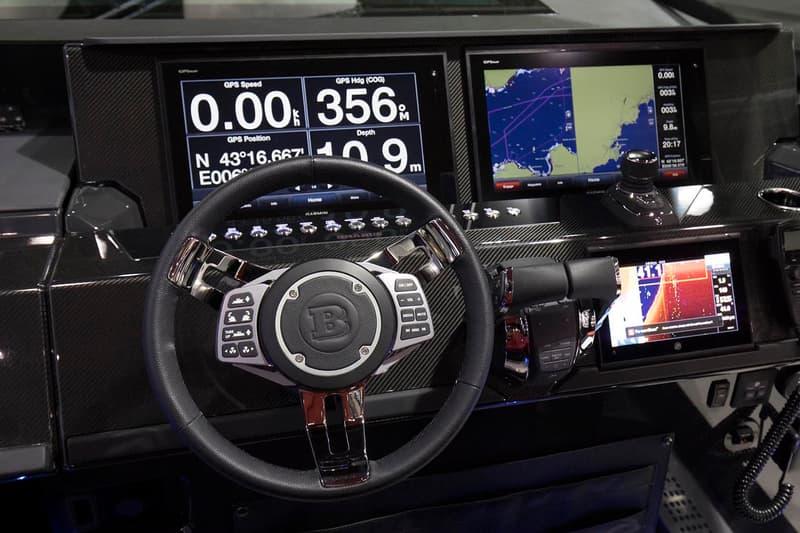 Benz の改造屋 Brabus が800馬力を誇るモンスター級のボートを製造 最高時速93kmにも達する全長約11.2mの漆黒のボートはまさに水上暴走族 「Brabus(ブラバス)」は「Mercedes-Benz(メルセデス・ベンツ)」の車両改造でその名を馳せるドイツのチューニングメーカー。『HYPEBEAST』でも12気筒オフロードモデルBRABUS 900やS63 4MATICを700馬力超えまで強化したBRABUS B40-700 PowerXtraなどをご紹介してきたが、その欧州屈指の改造屋がフィンランドのボートビルダー「Axopar(アクソパー)」と手を組み、遂にその領域を水上へと拡大した。  全長約11.2mのオープン式スピードボートはカーボンファイバー、高級レザー、そして無比の技術と特性が結集された先端素材Alcantara®を纏い、最新鋭のナビ機能を装備。また、パワーに定評のある「Brabus」の哲学を踏襲すべく、エンジンには400馬力を発揮するボート船外機のトップブランド「Mercury(マーキュリー)」のVerado 400Rを2機搭載しており、最高時速は93kmにも達する。  Class Bの生産はすべて手作業で行われ、サンプルは20台のみ。これら全てが完売すれば、「Brabus」と「Axopar」はさらなるコラボレーションを計画しているという。  洗練されたスピードボートのデザインは、上のフォトギャラリーからご確認を。また、「Lotus(ロータス)」の史上最速モデル3-Eleven 430や最上級のラグジュアリー感と走破性を宿した「Mercedes-Benz(メルセデス・ベンツ)」の新型G63など、その他の自動車関連ニュースもお見逃しなく。