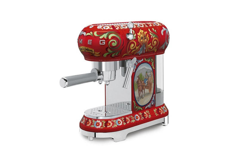 あなたのキッチンにひと味添える Dolce & Gabbana のキッチンウェアコレクション イタリアの老舗家電メーカーとコラボレーションしたキッチンウェアのプレオーダーを開始
