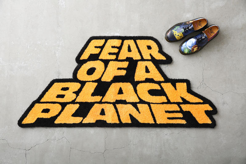 Supreme x UNDERCOVER x Public Enemy のルックブック&アイテム一覧が解禁 英国シューズメーカー〈Dr.Martens〉を迎えたコラボシューズを含む豪華ラインアップの国内リリース情報も解禁 Nike ナイキ NBA Supreme シュプリーム UNDERCOVER アンダーカバー ヒップホップユニット Public Enemy パブリック エナミー 3rdアルバム Fear of a Black Planet グラフィック ダウンジャケット ベスト モッズコート スウェットセットアップ 開襟シャツ カーゴパンツ ロングスリーブTシャツ Dr.Martens ドクターマーチン コラボ3ホールブーツ ネックレス ラグ HYPEBEAST ハイプビースト