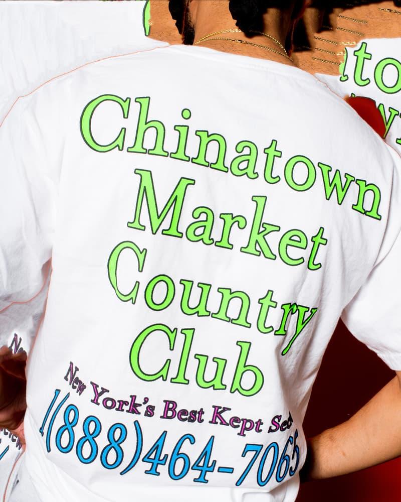 主役級のTシャツが多数登場する Chinatown Market 2018年春コレクション 伝説のラッパーたちのマッシュアップから『東急ハンズ』のブートレグまで一癖あるプリントが購買意欲を駆り立てる Mike Cherman(マイク・シャーマン)の変化球的なギミックが毎度購買意欲を駆り立てる新鋭LAレーベル〈Chinatown Market(チャイナタウン マーケット)〉が、2018年春コレクションをローンチした。厳しい寒さも過ぎ去ったということで、今季はTシャツが豊富にラインアップ。特にKanye West(カニエ・ウェスト)の息子、Saint(セイント)君の名前をプリントしたものや、Wu-Tang Clan(ウータン・クラン)、N.W.A.(エヌ・ダブリュ・エー)、The Notorious B.I.G.(ノトーリアス・B.I.G.)のマッシュアップデザイン、今年3月に亡くなったHawking(ホーキング)博士へのトリビュート、『東急ハンズ』のブートレグなど、そのバラエティからはMikeのカルチャーに対する幅の広さが伺える。また、盟友〈PLEASURES(プレジャーズ)〉や、香港の新鋭レーベル〈OKOKOK(オーケーオーケーオーケー)〉とのコラボレーションに加えてフーディも数種類展開され、オンラインストアは頭を悩ませるレイアウトに。本格的な夏の到来に先駆けて、その世界観を反映させたルックブックから気になる一着を探してみてはいかがだろうか。  また、Mikeの来日中に『HYPEBEAST』が敢行したストリートスナップ&ゲリラインタビューもお見逃しなく。