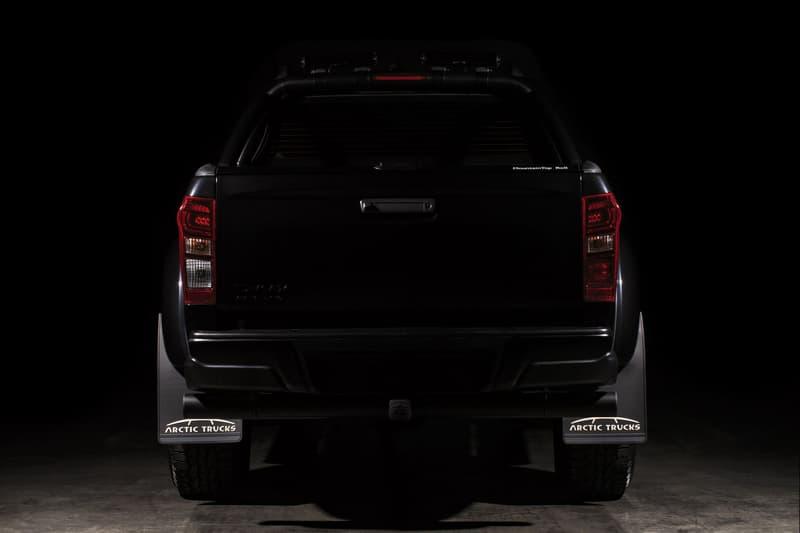 """ISUZU が10台限定で生産した重厚感満載のピックアップトラック D-Max AT35  悪路対応力を高める35インチの巨大タイヤと漆黒の外装が男心をくすぐる老舗自動車メーカーの意欲作 「ISUZU(いすゞ自動車)」が展開する悪路対応力を高めたピックアップトラック、D-Max AT35より、""""Stealth""""と名付けられたリミテッドエディションが登場。10台限定としてベールを脱いだ同モデルは、ルーフバーからラジエーターグリル、霧灯のトリムまで、すべてをブラックで統一した重厚感漂う仕上がりとなっている。一方、マネージングディレクターが自信を持って提案する内装は同モデル専用の特注デザインであり、キルトカットを組み込んだ高級感満載のビスポークレザー製シートが男心をくすぐってくる。  D-Max """"D-Max""""のデザインならびに機能性の詳細は、「ISUZU」の英国版サイトからご確認を。  クルマ好きの方は、英国発の気鋭カスタムビルダー「Chelsea Truck Co.(チェルシー・トラック・カンパニー)」が手がけたLand Rover Defender(ランドローバー ディフェンダー)や、「Mercedes-Benz(メルセデス・ベンツ)」の新型G63など、その他のオフロードモデルもあわせてチェックしてみてはいかがだろうか。"""
