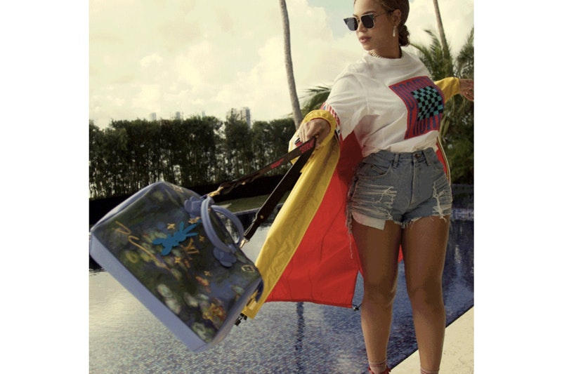 """ヴァージル・アブローが Beyoncé に贈った Louis Vuitton のカスタムバッグを公開 ジェフ・クーンズとの""""Masters""""コレクションにお馴染みの二重引用符ロゴを踏襲 パリ・サンジェルマン Kylian Mbappé キリアン・ムバッペ Mercurial Vapor 360 ナイジェリア限定 サッカージャージ Nike ナイキ Virgil Abloh ヴァージル・アブロー Beyoncé ビヨンセJ eff Koons ジェフ・クーンズ Louis Vuitton ルイ・ヴィトン Masters ボストンバッグ Van Gogh ファン・ゴッホ KING BEY JAY-Z ジェイ・Z 4:44 Off-White™️ オフホワイト インダストリアルロゴ 二重引用符 HYPEBEAST ハイプビースト"""