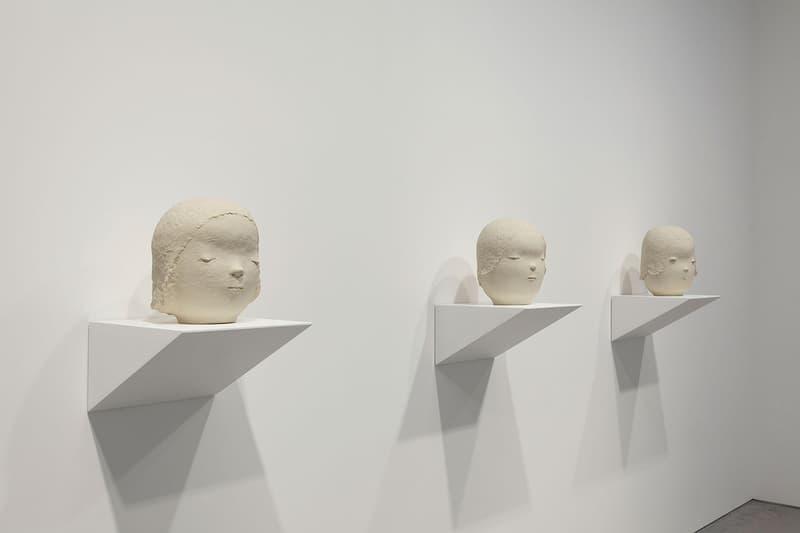 """日本の現代美術の第二世代を代表する奈良美智の個展 """"Ceramic Works and…"""" 『Pace Gallery』では独特な眼差しの少女で知られる奈良氏の新作立体作品やアクリル絵画を展示"""