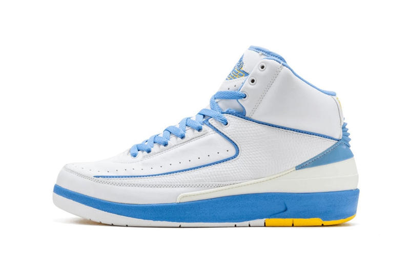 """Jordan Brand が14年振りに Air Jordan 2 """"Melo"""" を復刻リリース カーメロ・アンソニーの鮮烈なデビューを支えたプレイヤーズエクスクルーシブモデル LeBron James(レブロン・ジェームズ)やDwyane Wade(ドウェイン・ウェイド)を輩出した2003年のドラフトはNBA史上でも指折り数えるほどの当たり年であった。中でもドラフト3位指名でデンバー・ナゲッツに入団した""""Melo""""ことCarmelo Anthony(カーメロ・アンソニー)は、LeBronと並び将来リーグを背負う逸材として多方面からの注目を一身に集めた。プロ入り後すぐさまチームのエースに定着したAnthonyは、新人王こそLeBronに譲ったものの、その大きな期待に違わぬ活躍で初年度からチームをプレイオフに導いた。  Air Jordan 2 """"Melo""""は。そんなCarmeloの順風満帆なルーキーイヤーを支えた一足である。その後のシグネチャー、Jordan Melo 1.5の土台にもなった本モデルであるが、白を基調にナゲッツのチームカラーである鮮やかなパウダーブルー/イエローがシューレースやミッドソール、ヒールなどの各パーツに用いられている。  2004年のオリジナル発売以来、初めてのレトロ化となるAir Jordan 2 """"Melo""""のリリース日は、6月9日(現地時間)で価格は190ドル(約21,000円)となる模様。復刻モデルが多くリリースされるAir Jordanシリーズであるが、過去のPE(プレイヤーズエクスクルーシブ)モデルの販売は稀なだけに、NBAファンならずとも要注目だ。  あわせて、Travis Scott(トラヴィス・スコット)が着用していたAir Jordan 4の未発売カラー""""Dark Grey""""のビジュアルもチェックしておこう。 HYPEBEAST"""