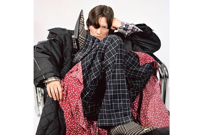 Balenciaga が2018年秋コレクションのプレオーダー会&発売日を公開 チェック柄やストライプ模様といった秋冬の定番パターンを多様した玄人好みのアイテムが多数登場 中国人顧客 人種差別的 2018年春夏コレクション第1弾 デリバリー Balenciaga バレンシアガ 2018年プレフォールコレクション Instagram プレオーダー開始日 店頭販売日時 オンラインストア Kanye West カニエ・ウェスト Virgil Abloh ヴァージル・アブロー HYPEBEAST ハイプビースト