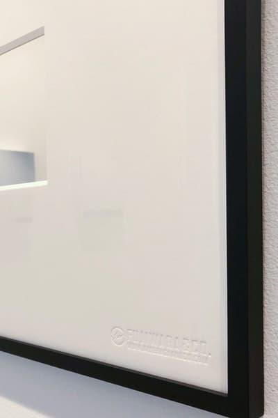 """FUJIWARA&CO. のポップアップで販売されている限定アイテムを一挙ご紹介 藤原ヒロシと清永浩文が仕掛ける実験的プロジェクトの全貌をチェックせよ 〈SOPHNET.(ソフネット)〉のデザイナー 清永浩文が説明不要の東京ストリートのゴッドファーザー、藤原ヒロシをパートナーに招聘し、『KIYONAGA&CO』で限定ポップアップを開催中している。今回の""""FUJIWARA&CO.""""では約3週間もの間、『KIYONAGA&CO』に〈fragment design(フラグメント デザイン)〉のエッセンスを注入。そして、『HYPEBEAST』はその全貌を紐解くべく、読者が気になっていたであろう、店内の様子を撮影したフォトセットを独占入手することに成功した。  清永氏がプロデュースするパーソナルで実験的なショップには、""""fragment Mirror""""、""""Frame Mirror""""、""""Canvas Mirror""""など、""""FUJIWARA&CO.""""のロゴを配したアートピースを設置。また、〈Alpha Industries(アルファ インダストリーズ)〉のMA-1や、『POOL aoyama』、『PARK・ING GINZA』を彷彿させる""""DEAD STOCK""""リメイクTシャツ、そしてサカナクションがオーガナイズする「NF(Night Fishing)」とのコラボアイテムなども販売されている。だだ、数ある商品の中でも『頭文字D』の藤原とうふ店にオマージュを捧げ、『三原豆腐店』、そして""""アジアのベストレストラン50""""で4年連続頂点に輝いた『Gaggan』とのコラボレーションによるスパイシーな豆腐チョコレートは最も買い逃し厳禁だろう。  """"FUJIWARA&CO.""""のポップアップの模様は、上のフォトギャラリーから。お時間がある方、また福岡を訪れる予定がある方は是非、足を運んでみてはいかがだろうか。  この機会に、〈fragment design〉x〈OAKLEY(オークリー)〉のコラボレーションの際に敢行したHFのインタビューもあわせてご確認を。  FUJIWARA&CO. 住所:福岡県福岡市中央区赤坂1-12-6 Tel:092-791-5100"""