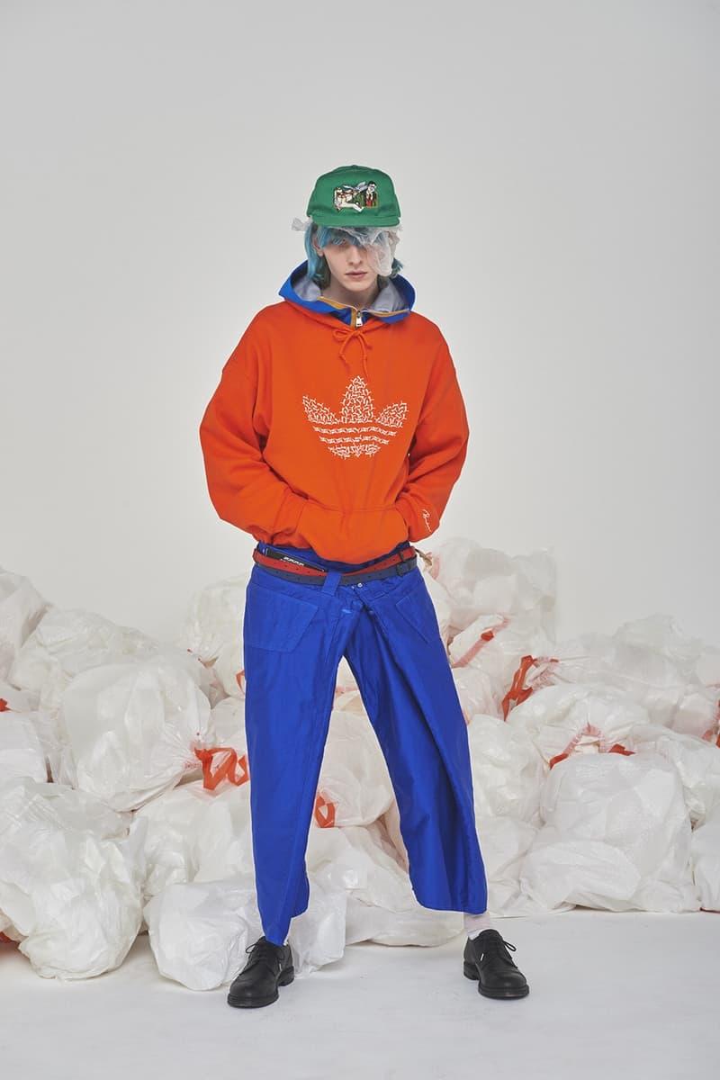 セレクトショップ HUKUMIKA が魅せる気鋭の国内ブランドを結集した前衛的エディトリアル 〈FACETASM 〉をはじめ〈DRESSEDUNDRESSED〉や〈Name.〉などドメスティックシーンを牽引するブランドの最新春夏アイテムを大胆にスタイリング 洋服からヘアスタイルに至るまでトータルコーディネートを提案する新感覚オンラインセレクトショップ『HUKUMIKA(フクミカ)』が、2018年春夏のアイテムを使用したアヴァンギャルドな最新エディトリアルを発表。今回のフォトセットでは、〈FACETASM(ファセッタズム)〉、〈DRESSEDUNDRESSED(ドレスドアンドレスド)〉、〈DISCOVERED(ディスカバード)〉、〈Name.(ネーム)〉、〈gilet(ジレ)〉といった同ショップの主要ブランドを大胆にフィーチャーしている。  ファイヤーパターンの刺繍がトレンド感を醸す〈DISCOVERED〉のロングジャケット、某スポーツブランドのロゴを掛け合わせたアイデア勝ちな〈gilet〉のBruderスウェット、胸元にデニム生地をあしらった〈yoshio kubo(ヨシオ クボ)〉のスプリングコートや光沢が強烈なポリエステル素材のショーツ、タータンチェック柄のシャツとキルトスカートを合わせた〈FACETASM〉のメンズワンピースなど、多彩な色と柄の共存が全ルックを通じて表現されている。また、モデルたちの足元を飾る〈BODYSONG.(ボディソング)〉のダッドスニーカーや〈yoshio kubo〉のダメージ加工デッキシューズは、現在を切り取ったスタイリングのひとつであろう。全編に渡って広がる無数のゴミ袋は、過度な消費文化としてのファッションの在り方を問う皮肉めいたメタファーか。  これらのアイテムは、現在『HUKUMIKA』にて販売中。まずは上のフォトロールより斬新なスタイリングが作り出す独特の世界観をチェックしてみてよう。