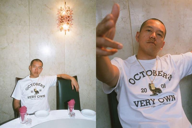 """October's Very Own が横浜のレゲエサウンド Mighty Crown とコラボレーション 〈OVO〉が設立され、Mighty Crownがジャマイカでタイトル2連覇を成し遂げた2008年にトリビュート 近頃はNBA問題や〈adidas(アディダス)〉への禁断の移籍などで話題になるDrake(ドレイク)だが、久しぶりに〈October's Very Own(オクトーバーズ ベリー オウン)〉から新たなトピックが舞い込んできた。しかも、日本のファンは歓喜すべきだろう。何と〈OVO〉が、1991年から横浜をベースに世界で活躍するダンスホール・レゲエ・サウンド、Mighty Crown(マイティークラウン)とエディトリアルでコラボレーションを実施したのだ。@welcomeovoは、SAMI-Tをフィーチャーしたルックビジュアルを投稿。そこでは、Tシャツやスウェットのセットアップなど、〈OVO〉が設立され、Mighty Crownがジャマイカでタイトル2連覇を果たした2008年にトリビュートを捧げるアイテムがクローズアップされている。  各アイテムは現在、〈OVO〉のオンラインストアで販売中。すでにサイズ切れのアイテムも存在するので、気になる方はお早めに。  あわせて、〈adidas〉への禁断の移籍の決定的証拠となりうるAir Jordan 4 """"Raptors""""のリークビジュアルもチェックしてみてはいかがだろうか。"""