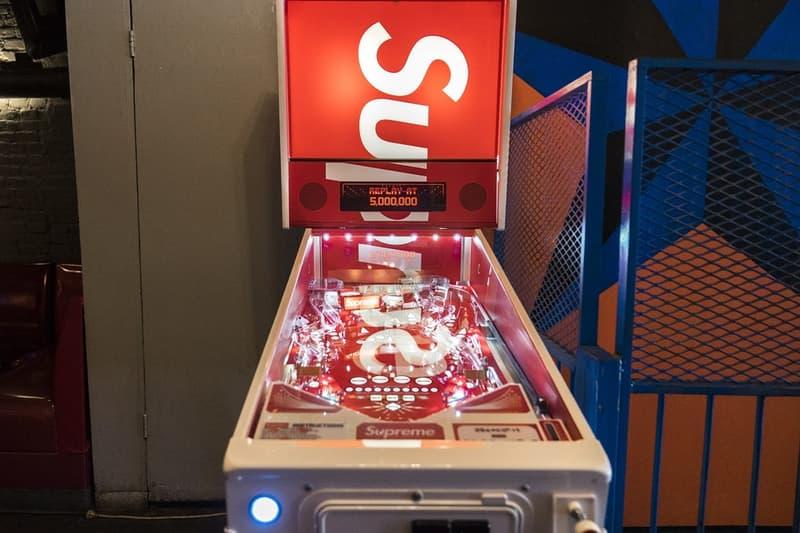 Supreme が遂にリリースした Stern 社とのコラボピンボール台をクローズアップ スターン シュプリーム HYPEBEADT ハイプビースト