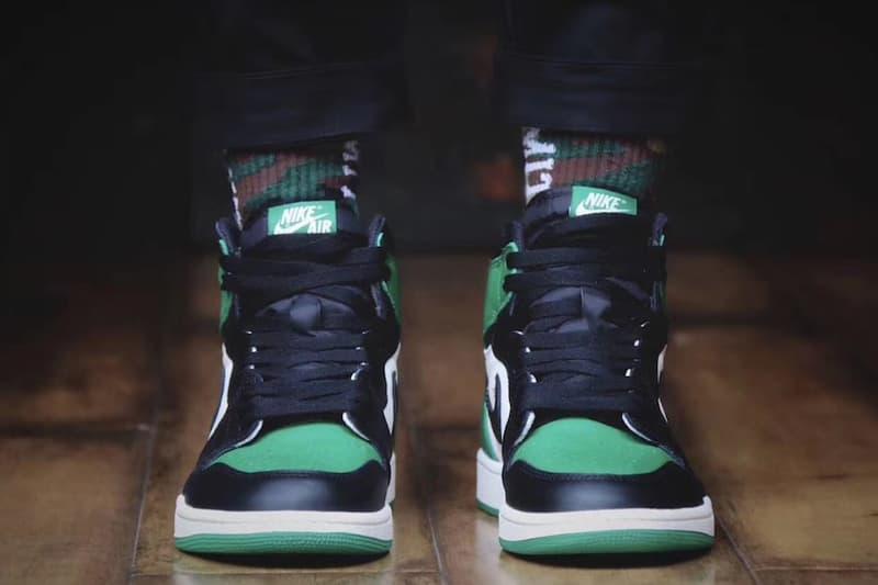 """""""Black Toe"""" をベースに採用した Air Jordan 1 """"Pine Green"""" のオンフィートルックが到着 スニーカーヘッズの財布の紐を緩める人気モデルが真夏に向けて装い新たに登場 Nike ナイキ Pine Green オンフィートビジュアル ブラック ホワイト パイングリーン ツマ黒 Black Toe 9月22日 160ドル 約17,682円 HYPEBEAST ハイプビースト"""