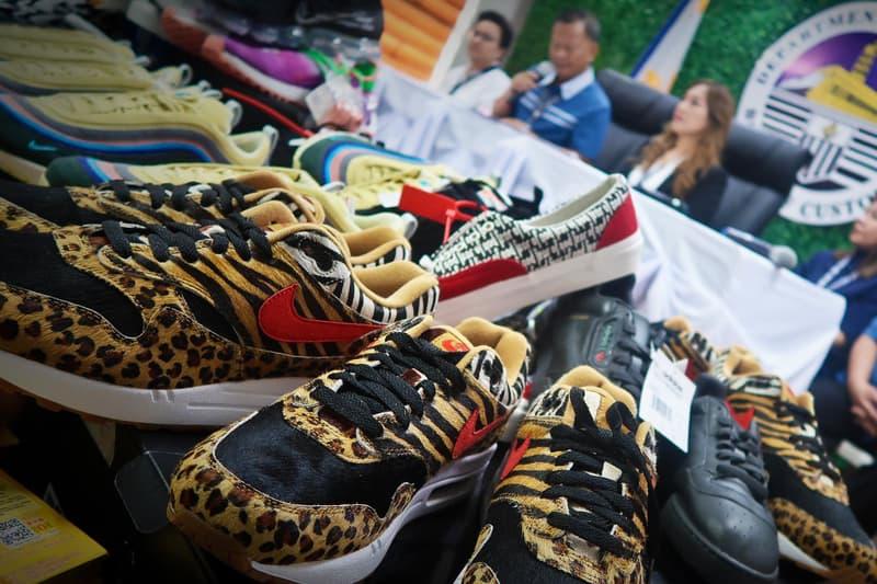"""フィリピンで約8,260万円相当の偽スニーカーが押収される 『atmos』x〈Nike〉の""""Animal""""パックやadidas YEEZY Powerphaseなど、数えきれないほどのレアシューズがずらり Ninoy Aquino International Airport ニノイ・アキノ国際空港 75万ドル 約8,260万円 Kanye West カニエ・ウェスト adidas アディダス adidas YEEZY Powerphase """"Core Black"""" Fear of God フィア オブ ゴッド Vans ヴァンズ Era 95 DX Sean Wotherspoon ショーン・ワザーズプーン Nike ナイキ Air Max 1/97 """"Vote Forward"""" ブートレグ HYPEBEAST ハイプビースト"""
