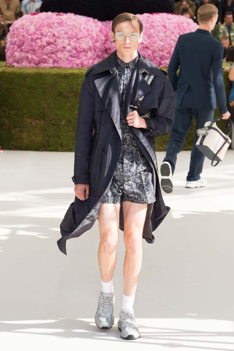 キム・ジョーンズのデザイン美学を証明した Dior Homme 2019年春夏コレクション 〈ALYX〉を手がけるマシュー・ウィリアムズ、著名イギリス人帽子デザイナー、KAWSが参画 Kim Jones キム・ジョーンズ YOON ユン Dior Homme ディオール オム ギャルド・レピュブリケーヌ 2019年春夏コレクション KAWS カウズ BFFコンパニオン Louis Vuitton ルイ・ヴィトン Virgil Abloh ヴァージル・アブロー Karl Lagerfeld カール・ラガーフェルド sacai サカイ 阿部千登勢 UNDERCOVER アンダーカバー 高橋盾 A$AP Rocky エイサップ・ロッキー Kate Moss ケイト・モス Victoria Beckham ヴィクトリア・ベッカム Prince of Nikolai ニコライ王子 ALYX アリクス Stephen Jones スティーブン・ジョーンズ HYPEBEAST ハイプビースト