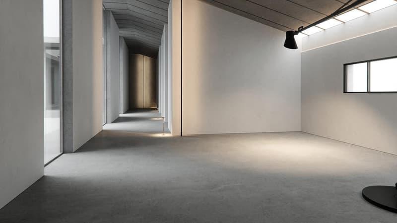 """カニエ・ウェストの建築プロジェクト YEEZY Home が正式に始動 デビュープロジェクトはより良い世界を作りたいという想いが込められた低所得者向け住宅 今年5月、Kanye West(カニエ・ウェスト)は建築業界への進出を高らかに宣言。これには「またKanyeの気まぐれか……」と、耳を疑った読者も少なくないだろう。だが、'Yeは「YEEZY Home」に本気だったようで、この度、プロジェクト第1弾となる""""Social Housing Project""""が解禁された。  Kanyeは「YEEZY Home」の設立に際して「世界をより良くする」ことをスローガンに掲げていたが、低所得者向け住宅として誕生したこの空間は、カラバサスに誕生した〈YEEZY(イージー)〉のデザインスタジオと同じく、コンクリート構造のミニマルな仕上がりが印象的。本プロジェクトのデザインチームにはKanyeに加え、「Donda」や〈Been Trill(ビーン トリル)〉のアパレルデザイナーとしてキャリアを積んだJalil Peraza(ジャリル・ペラザ)や、Petra Kustrin(ペトラ・キュストリン)、Nejc Škufca(ネイツ・スクフカ)、Vadik Marmeladov(ヴァディック・マーメラドフ)らが参加している。  「YEEZY Home」のデビュープロジェクトとなる""""Social Housing Project""""の外装/内装デザインは、上のフォトギャラリーから。  また、新アルバム『ye』のリリースを記念してKanyeが開催したリスニングパーティーのフォトレポートもお見逃しなく。"""