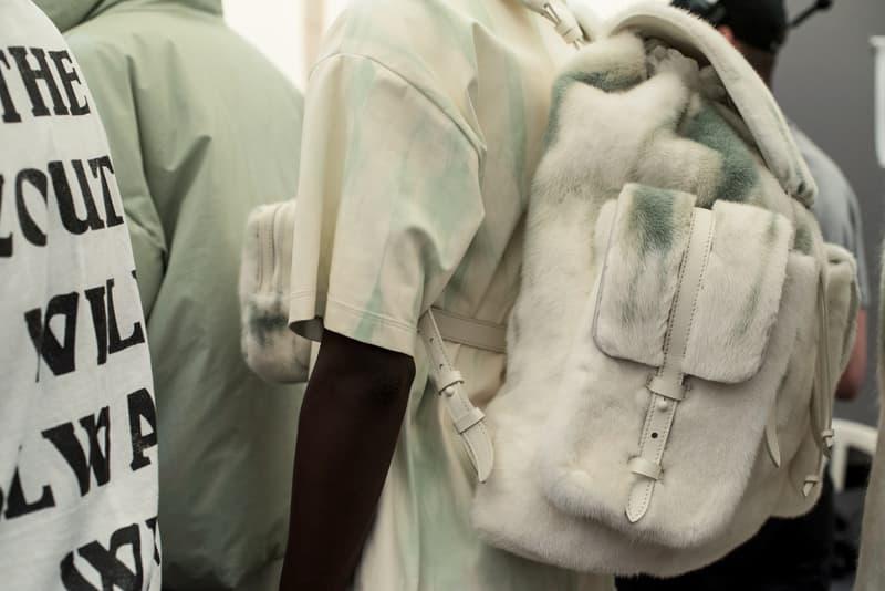 """ヴァージル・アブローのビジョンを体現した Louis Vuitton 2019年春夏コレクションのバックステージに潜入 ランウェイルックからは確認することのできない各種アパレル&アクセサリーのディテールを撮影することに成功した服好き必見のフォトセット Virgil Abloh(ヴァージル・アブロー)は、〈Louis Vuitton(ルイ ヴィトン)〉のアーティスティックデザイナー就任後初のランウェイをパリのパレ・ロワイヤル庭園で披露した。歴史的一幕で、今をときめくイリノイ州出身のデザイナーは〈LV〉に未だかつて見たことのない景色を見せたと言っても過言ではないだろう。だが、そのクリエイションの真髄は、バックステージでこそ痛感するものだった。  ベストやポロシャツなどに見られる3Dのジオメトリックパターンで立体感を演出したレイヤード、モノグラムの花型のカフスボタン、大胆な原色使いなど、Virgilは〈Louis Vuitton〉のDNAを従来とは異なるアプローチで体現。また、セーター、スーツ、フーディといったメンズウェアも前衛的なカッティングとステッチワークで新鮮味が付与されると同時に、組み込み式のポーチやジッパー、プルタブなどを応用することで、壮麗なデザインの中にカジュアル/アウトドアウェアに着想を得た機能性を追加している。その一方で、ハイカットシルエットを中心に構成されたスニーカーは、Air Jordanや〈Ewing Athletics(ユーイング アスレチックス)〉などのバスケットシューズを原型に、今後の展開に自然と期待が膨らむデザインのものが数多く出揃った印象だ。そして、言及せずには終われないアクセサリーコレクションだが、ラゲージについてはまさに""""型破り""""という言葉がよく似合う。Kim Jones(キム・ジョーンズ)政権の頃から変革が見え隠れしたが、建築デザインを背景に持つVirgilが加わったことで、クラシカルなシルエットは全く別物のような表情へと生まれ変わっている。  ランウェイルックからは確認することのできない各プロダクトのディテールワークを是非、上のフォトギャラリーからチェックしてみてほしい。あわせて、本ランウェイのハイライトとも言えるVirgilとKanye West(カニエ・ウェスト)が涙ながらに抱擁しあう感動の1シーンもお見逃しなく。"""