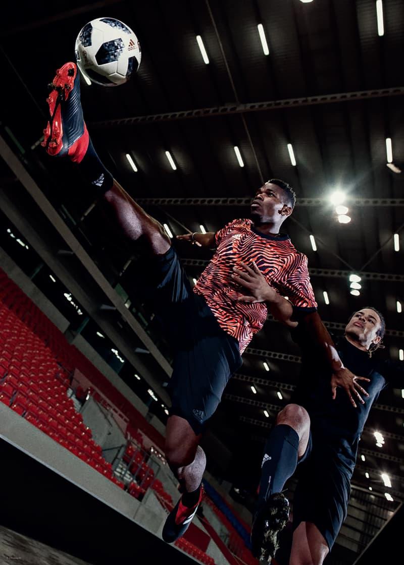 """adidas よりチームの個性を引き出す最新モデル """"TEAM MODE PACK"""" がゲリラリリース 〈adidas〉が勝利を導くためにピッチを躍動するフットボーラーたちに贈るフランチャイズモデル4型から待望の新色が登場 〈Gosha Rubchinskiy(ゴーシャ ラブチンスキー)〉や『KITH(キス)』などとのチームアップも記憶に新しい、フットボールカルチャーをストリートに飛び火させてきた〈adidas(アディダス)〉から、チームの個性を引き出し勝利に導く最新パッケージ""""TEAM MODE""""が登場する。  ソーラーイエローにコアブラックのアクセントが映えるX 18は、軽量性と薄さを追求した極薄ウーブン素材のスケルタルウィーブアッパーと、鷹の爪を模ったローカット仕様の履き口、通称""""クローカラー""""が爆発的なスピードをサポート。また、試合を決めるプレーヤーたちにプッシュしたいNEMEZIZ 18は、足全体を包みこむ高伸縮繊維のアジリティーバンデージを特徴とするレースレスシステムが足とシューズの一体感を高め、俊敏な動きと優れたボールコントロール性の双方を提供してくれる。一方、PREDATOR 18は伝統のコアブラック/ランニングホワイト/レッドの配色が待望の復活。コントロールスキンアッパーが場面に応じたあらゆるボールコントロール精度に貢献してくれるので、Paul Pogba(ポール・ポグバ)やMesut Özil(メスト・エジル)のように瞬時のボールコントロールが要求され、ピッチを支配するタイプの選手にはこのモデルが最適であろう。そして最後に、〈adidas〉伝統の一足であるCOPA 18は、シンセティックが主流な現代で今なプレミアムカンガルーレザーアッパーを採用しているため、サッカー玄人たちに履いて欲しい一足に仕上がっている。  そして、〈adidas〉は""""TEAM MODE PACK""""のリリースに伴い、自分のプレースタイルに最適なモデルを瞬時に発見できる『PLAY MODE CHECKER』を展開。8月2日(木)より稼働する本ページでは、既出のフランチャイズモデル全4型から、 自分の求めるプレースタイルにぴったりな一足を判別してくれるという。  なお、""""TEAM MODE PACK""""の一部モデルは、すでに『アディダス オンラインショップ』ならびに『サッカーショップKAMO 原宿店』にて先行販売がスタートしているので、気になる方はお早めに。  あわせて、世界を魅了するフットボールに敬意を表す『HYPEBEAST』の仮想フットボールチームをテーマにした特別エディトリアル企画""""#HYPEFC""""もお見逃しなく。"""