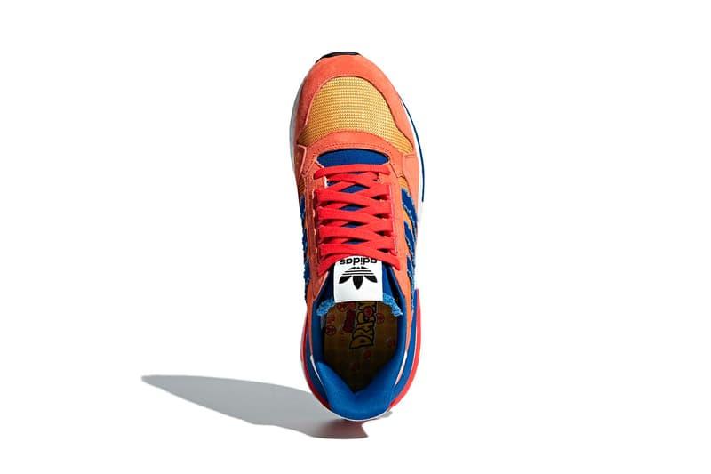 """『ドラゴンボール』と adidas のコラボモデル ZX500 RM """"Goku"""" にクローズアップ 心が清らかでないと乗れない筋斗雲の刺繍も施された主人公・孫悟空モデル どこからともなく情報を仕入れてくるスニーカーリークサイト/アカウントによりその存在が確認された〈adidas(アディダス)〉と『ドラゴンボール』のコラボレーションだが、正式リリースに先駆けて、遂にZX500 RM """"Goku""""を鮮明にとらえたフォトセットが出現した。  BOOST™️フォームを搭載し、ヌバック/レザー/メッシュ/キャンバスと多様な素材で構成された本作は、主人公・孫悟空を忠実に再現。スリーストライプスやシュータンは激闘の末にボロボロになった悟空の武闘着を彷彿とさせ、トゥのサイド部分には筋斗雲の刺繍が施されている。  後世にも語り継がれるであろう『ドラゴンボール』ファン垂涎の一足は、8月某日のリリースが有力視されているので、しばらくは〈adidas〉の動向に注視していきたい。  あわせて、悟空の宿敵、フリーザモデルのディテールもチェックしておくべし。"""