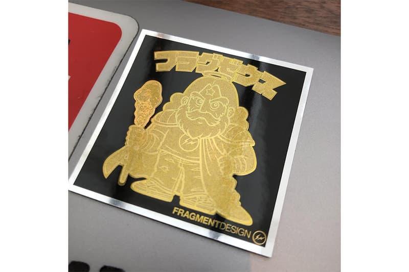 """藤原ヒロシが手がけるビックリマン伝説最新作のシークレットシールのデザインが明らかに """"ビックリマン伝説11""""で最もレアリティが高いシールはレリーフ加工を施した黄金のフラグゼウスか 『HYPEBEAST Magazine Issue 22: The Singularity Issue』の表紙を飾る藤原ヒロシは、コレクターたちの収集欲を駆り立てる「LOTTE(ロッテ)」のロングセラー商品「ビックリマン」の最新作のシールデザインを手がけることが判明。そのニュースはすでに世界的な話題となっており、カルチャーシーンにおけるHFの注目度の高さが改めて証明された。  〈fragment design(フラグメント デザイン)〉のディレクターは一大発表に引き続き、最上級のレアリティを誇ると推測されるシークレットステッカーを公開。自身のInstagramに投稿されたそのシールは、昨日の記事でも言及した〈fragment〉のロゴTシャツを着るフラグゼウスに金色のレリーフ加工を施した贅沢な仕上がりとなっている。これを見てしまったら、箱買いを検討する人も少なくないのではないだろうか。  ビックリマン伝説11は、7月17日(火)より関東甲信越および静岡にて先行発売がスタート。果たして、今年8月に始動する新プロジェクト""""THE CONVENI (GINZA SONY PARK)""""ではその他にどのような企画が用意されているのか。今後の動向からも目が離せない。"""