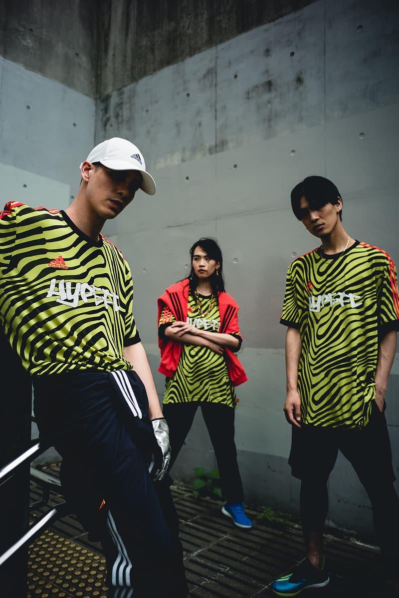 """HYPEBEAST の仮想フットボールチーム HYPEFC が履きこなす adidas """"Energy Mode"""" パック 「2018 FIFA ワールドカップ」モデルのシューズパッケージと共に、リアルと理想を紐づけたストリート志向のフットボールスタイルを体現 「2018 FIFA ワールドカップ」では数々のドラマが生まれ、そのプレーひとつひとつに世界が感動した""""W杯らしいW杯""""であったように思える。中でも、日本代表はもちろんのこと、幾度となくネットを揺らした公式球Telstar 18の提供など、オフィシャルスポンサーとして大会を全面的にサポートした〈adidas(アディダス)〉の貢献度は、言葉では説明できないほどのものである。  無論、優勝国フランスの心臓としてピッチを躍動したPaul Pogba(ポール・ポグバ)がピッチで着用したPREDATOR 18や、エジプトで孤軍奮闘したMohamed Salah(モハメド・サラー)のX18など、〈adidas〉がW杯モデルとして展開した""""Energy Mode""""パックにも言及せずにはいられない。  そこで『HYPEBEAST』と〈adidas〉は、素晴らしい大会となった「FIFAワールドカップ2018」のクローズドプロジェクトとして、""""もしもHYPEBEASTがサッカーチームを所有していたら""""というコンセプトの下、スペシャルエディトリアルを制作。本企画のメインテーマである「HYPEFC」は、〈adidas Football〉の全面的なバックアップを受け、プレーヤーのみならず、デザイナー、トラックメーカー、スタイリスト/コーディネーター、フォトグラファー/ビデオグラファーなど、「Here to Creat」を体現する""""スタイルのある""""クリエイターを擁したストリート志向の仮想フットボールクラブである。  Pogbaのみならず、宇佐美貴史らも着用したソーラーイエロー/コアブラック/ソーラーレッドのPREDATOR 18は、シューレース&シュータンのない甲周り完全一体型で、瞬時のボールコントロールでピッチを支配するプレーヤーのために開発されたコントロールスキンアッパーを特徴とし、ストリートモデルのPREDATOR TANGO 18.1 TRにはクッション性と反発性に優れるBOOST™️フォームを搭載。また、フットボールブルーのアッパーのアウトサイド上にソーラーイエローのスリーストライプスを配置したX TANGO 18+ TFは、高速スプリントに貢献する軽量性と薄さを追求したスピードメッシュアッパーの機能性を、優れた軽量性とホールド性を提供する鷹の爪を模ったクローカラーと3D形状のヒールクッションがサポートしてくれる。同じく、Xの系譜を引くX 18.1 TRは、Xにインスパイアされたストリート向けのシューズ。本作はオールブルーの爽やかな仕上がりにより、オフコートでも確かな存在感を放ってくれるはずだ。  そして、今回は「2018 FIFA ワールドカップ」の記念フィルム""""CREATIVITY IS THE ANSWER""""でPogbaが着用していたTANGO ANT ジャージーをカスタムした「HYPEFC」のオリジナルチームジャージも製作。一種のフットボールハブ/プラットフォームである「HYPEFC」というフィルターを通して、リアルと理想を紐づけたフットボールスタイルを体現したフォトセットを是非、上のフォトギャラリーから堪能していただきたい。""""Energy Mode""""パックで展開される各モデルの購入は、『アディダス オンラインショップ』からどうぞ。"""