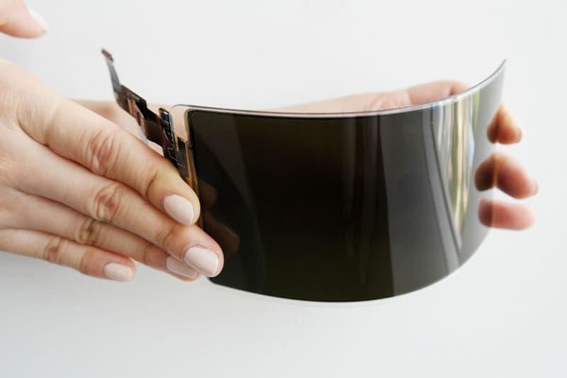 Samsung が破壊不能な有機ELディスプレイパネルを発明 「Apple」の脅威となるだろう新製品は、来年リリース予定の折りたたみ式スマートフォン用? Apple アップル Samsung サムスン フレキシブル有機ELパネル OLED 折りたたみ式スマートフォン HYPEBEAST ハイプビースト