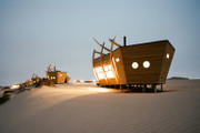 """アフリカ南西部のナミビア海岸沿いに佇む""""難破船""""風のロッジハウス"""