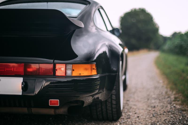 Porsche 911をベースにした1980年代後期の公道最速車両 RUF CTR  「Ferrari」や「Lamborghini」をも凌駕したヴィンテージスポーツカーの傑作 1939年創業の「RUF(ルーフ)」は、ただの「Porsche(ポルシェ)」のチューニングメーカーではない。排気ガスや耐久性などの社会的責任を持つことからドイツ自動車工業会への所属が認められており、Porsche 911をベースとしながらも車体、シャシー、エンジンの全てを徹底的に改良したCTRは、今なお名車としてクルマ好きの脳裏にその存在が刻まれている。  それもそのはず、CTRは1989年当時、市販車として購入できるモデルの最速レコードを保持していたのだ。「Ferrari(フェラリー)」の288GTO、「Mercedes-AMG(メルセデスAMG)」の560SEC 6.0-4V、「Lamborghini(ランボルギーニ)」のCountach、「Porsche」の959など、各メーカーがこぞってスペックの高いモデルを世に送りこんでいたあの時代、イエローバードの愛称で親しまれるCTRは「Road & Track」誌の市販車最速企画で「Ferrari」のF40が持っていた323km/hを塗り替える339.8km/hを記録し、その名を世界に知らしめた。  そんな4輪乗りのロマンとも言える一台より、故障もリストアもされていないオリジナル車両が世界最高峰のオークション「RM Sotheby's」に登場。ここまで状態が良く、52,200kmしか走行していないCTRが市場に姿を現すことは金輪際ないかもしれない。  クルマ好きでもそうでなくとも、その洗練されたプロダクトデザインを是非、上のフォトギャラリーから堪能してみてはいかがだろうか。  推定落札価格の2倍の値がついた「Mercedes-Benz」の300 SL 後期モデルや、世に出回ることのなかった1961年製の幻のオープンカー Plymouth Asimmetrica Concept