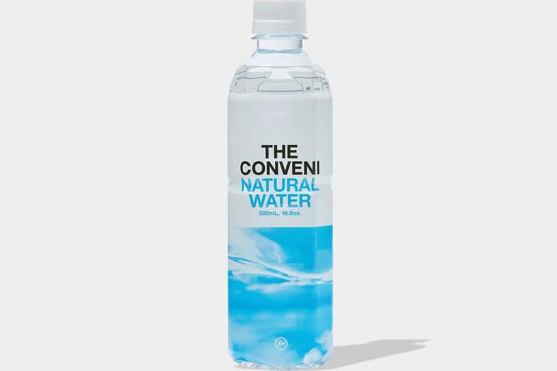 藤原ヒロシの新コンセプトストア THE CONVENI がオリジナルアイテムを続々と発表 ビニール傘に乾電池、うまい棒やスイーツ型キャンドルなど、コンビニの名にふさわしいユニークなラインアップに 藤原ヒロシが仕掛ける『THE CONVENI(ザ・コンビニ)』がオープンを目前に控え、遂に販売する商品を続々と公開し始めた。そのラインアップはコンビニというコンセプトに沿ったユニークな構成になっている。カラーパレットは『THE CONVENI』のロゴにも使用されていたライトブルー、ピンク、イエロー、ブラックの全4色を採用。ショッパーやショルダーバッグはもちろん、お土産としてカップやお皿、ライターなども用意されたほか、ビニール傘、乾電池という緊急時に重宝するアイテムもリリースされることになりそうだ。また、TシャツやBE@RBRICKといったコレクターの購買意欲を駆り立てるファッション系のプロダクトに加え、うまい棒の40本パックやスイーツ型キャンドルなど、HFらしい斬新なアプローチのものも。  『THE CONVENI』の各種オリジナルアイテムは、オープン日の8月9日(木)より店舗ならびにオンラインストアにて発売。商品画像については、上のフォトギャラリーからご確認を。  ちなみに、限定ノベルティの交換に必要な『THE CONVENI』のアプリはもうインストール済み?