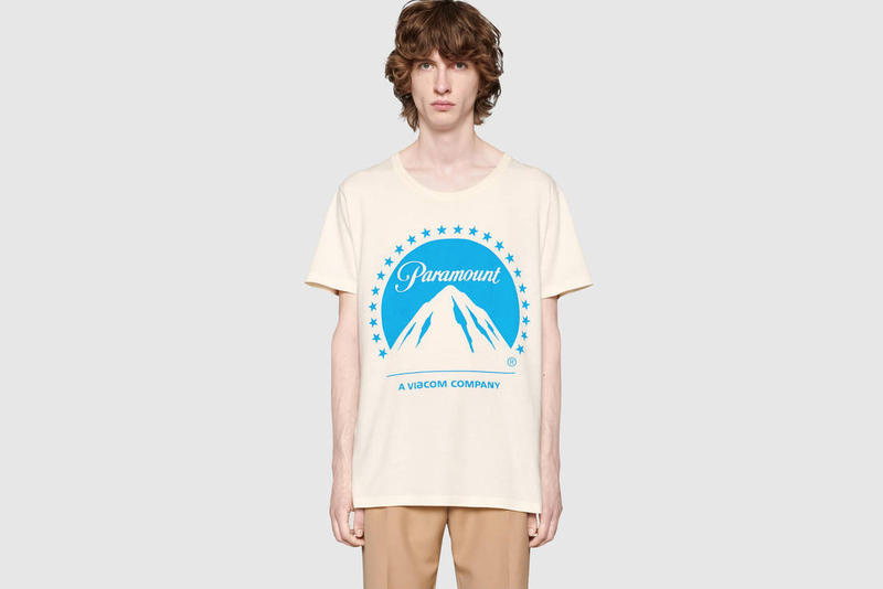 Gucci が伝統の映画会社 Paramount のロゴをプリントした S/S Tシャツをリリース 『ゴッドファーザー』、『インディ・ジョーンズ』、『スタートレック』など、説明不要の名作を世に輩出してきた歴史ある会社に敬意を表して 〈Gucci(グッチ)〉が1914年にカリフォルニア州ハリウッドで設立した伝統の映画会社/スタジオ「Paramount(パラマウント)」のロゴを大胆に使用したS/S Tシャツをリリース。『ゴッドファーザー』、『インディ・ジョーンズ』、『スタートレック』、『トランスフォーマー』、『ミッション:インポッシブル』、『トップガン』など、その長い歴史の中で数々の名作を世に送り込んできた同社のロゴをフロントにプリントした本作は、背中の首裏にも同色の〈Gucci〉のブランディングをセット。また、ボディにはイタリア産の上質なウォッシュドコットンを採用している。  価格は62,640円(税込)で、現在『gucci.com』より購入可能。あわせて、1990年代のヒップホップシーンに欠かすことのできなかったベルトバッグに遊び心を加えたオンライン限定アイテムもお買い逃しのないように。