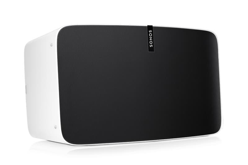 """Apple も認めるスマートスピーカーブランド Sonos が日本上陸に先駆けて BEAMS でポップ 進化を続けるテック業界の中でも、消費者側からのオーディオへ対する要求は日に日に高まっているように思える。欧米を中心にスマートホームサウンドシステムをリードする「Sonos(ソノス)」は80以上の音楽サービスや複数の音声アシスト機能を搭載し、Wifiを経由してストリーミングミュージックを再生するオーディオ展開で、世界中のガジェット好きから非常に高い評価を受けてる。  その「Sonos」が今秋、遂に技術大国・日本にも上陸するようだが、本格的な国内展開に先駆け、『ビームス 原宿』でインスタレーションを開催するという情報が舞い込んできた。野村訓市がクリエイティブディレクター/オーガナイザー、YOSHIROTTEN(ヨシロットン)がアートディレクターとして携わる豪華プロジェクトでは、スマートスピーカーのベーシックモデル""""ONE""""、コンパクトなホームシアターを実現する""""BEAM""""、レコードなどの外部デバイスと接続できる""""PLAY:5""""を先行販売。さらに、8月3日(金)からは3週連続で""""SUMMER DAZE""""と題したイベントが開催され、19時〜22時までの3時間、『ビームス 原宿』がパーティ空間へと変貌する。初回はFla$hBackSのメンバーでもあるラッパーのJJJと、東京を拠点に活動しているエレクトロニック・ミュージシャンmachìnaによるライブが予定されているほか、DJには日本が世界に誇るKing Of Diggin'ことMUROと、幅広い活動で注目を集めているKAKIHATA MAYUが招聘されるようだ。  嬉しいことにエントランスはフリーで、さらには毎週バッグプリントが変わるTシャツも先着順でプレゼント。仕事終わりやナイトアウト前の溜まり場として、是非足を運んでみてはいかがだろうか。詳細は、こちらからどうぞ。  そんな『BEAMS(ビームス)』のPR陣も登場する「FUJI ROCK FESTIVAL '18(フジロックフェスティバル '18)」のストリートスナップもチェックしてみてはいかが?アップを開催 野村訓市とYOSHIROTTENの協力の下、8月3日(金)からは3週連続でスペシャルインストアライブイベントを開催"""