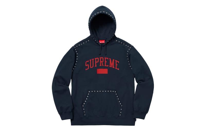 Supreme 2018年秋冬コレクション スウェット BOXロゴのクルーネックにGORE® WINDSTOPPER®のパーカーなど、他のカテゴリーに負けず劣らずなアイテム構成に