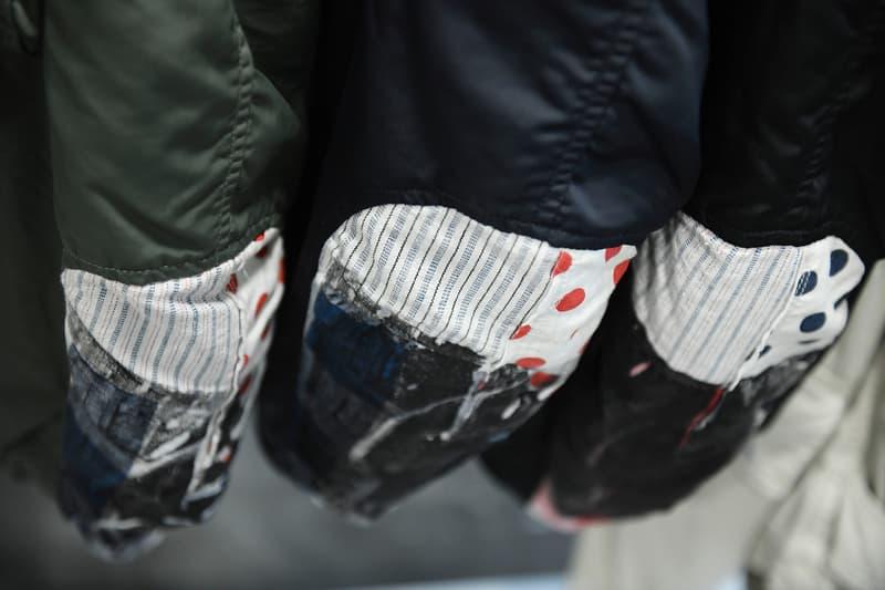 バイヤーがこぞって足を運ぶ visvim 2019年春夏コレクションの展示会場に潜入 日本が誇るものづくりの素晴らしさを世界に発信し続けてきた〈visvim(ビズビム)〉の2019年春夏コレクションの展示会会場に、香港の人気ファッション誌『Milk Magazine』が潜入。関係者のみしか訪問できない貴重なシーンを撮影したフォトセットを見てみると、〈visvim〉の定番シューズであるFTBやRoland Joggerの新作を含むバリエーション豊富なフットウェアや風呂敷、各種バッグなどのアクセサリーを囲うように、季節感のあるアパレルがラッキングされている。また、アパレルもデニムやスエードなど、素材の魅力を最大限に引き出したライトアウターを中心に、袖元をパッチワークで表現したミリタリー系のジャケットや総柄の開襟シャツなども展開されるようだ。  販売までには時間があるが、バイヤー陣が駆けつけるストアとはまた違った展示会の雰囲気を上のフォトギャラリーからチェックしてみてはいかがだろうか。  あわせて、日本と欧米に息づく2つのスタイルを共存させた〈visvim〉の2018年秋冬コレクションのルックブックもお見逃しなく。