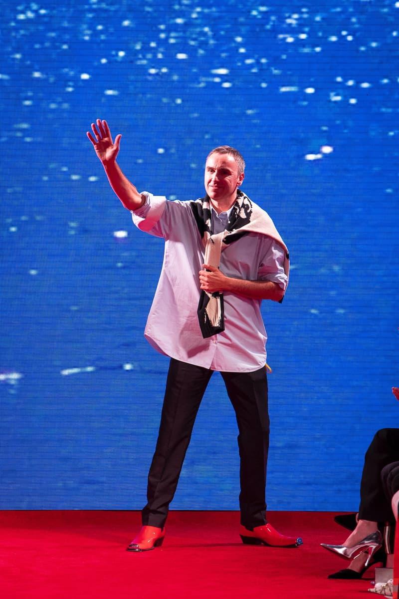 水も滴るテーラードスタイルを構築した CALVIN KLEIN 205W39NYC の2019年春夏コレクション 元祖ホラー映画『JAWS』と青春恋愛映画『卒業』から着想を得たラフ・シモンズの最新ランウェイを全部見せ Raf Simons ラフ・シモンズ CALVIN KLEIN 205W39NYC Steven Spielberg スティーヴン・スピルバーグ JAWS ジョーズ 卒業 ウェットスーツ HYPEBEAST ハイプビースト
