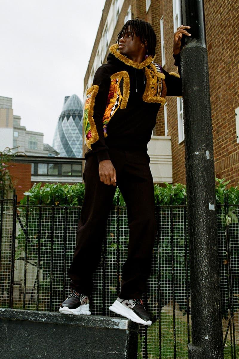 Versace の最注目スニーカー Chain Reaction に焦点を当てた最新ルックブックが公開 奇抜なデザインでその名を轟かせる新作コレクションは全7色展開で発売中 ジャンニ・ヴェルサーチェ Donatella Versace ヴェルサーチェ 2018年秋冬コレクション Chain Reaction チェーン・リアクション メデューサ グリークキー チェーンリンクソール HYPEBEAST ハイプビースト