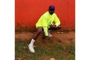 Kanye West がウガンダの子供たちに YEEZY BOOST 350 V2 をプレゼント